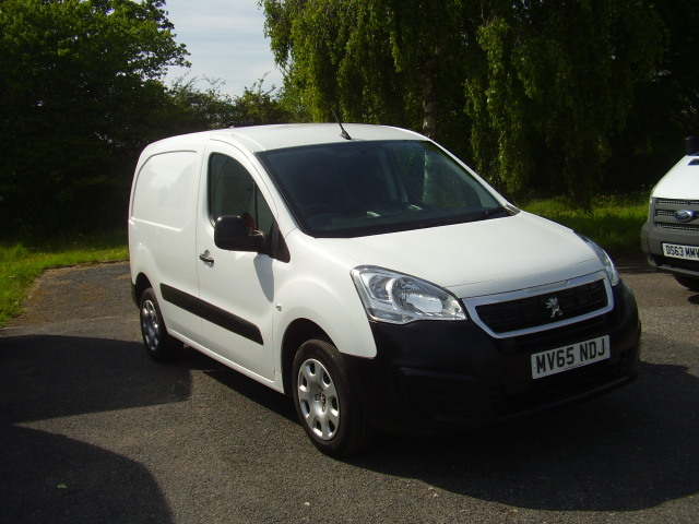 15(65) PEUGEOT PARTNER HDi 850 professional £5,995.00 3 seats, passenger seat fold down for extra load space