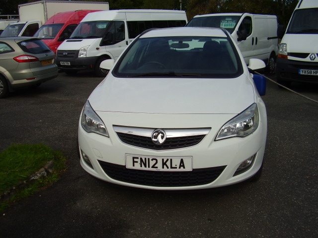 2012 VAUXHALL ASTRA ESTATE  EXCLUSIVE £5,000.00 CDTi 1686cc