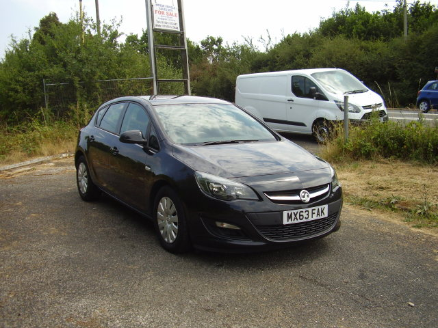 2013(63) VAUXHALL ASTRA EXCLUSIVE CDTi £4,950.00 ECOFLEX SS no road tax to pay on this vehicle